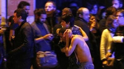 Foto's van de nasleep van de aanslagen in Parijs
