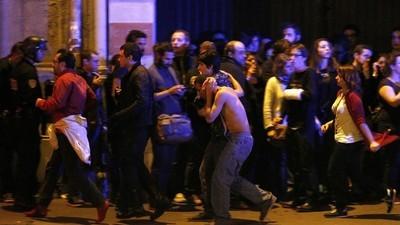 Dramatické výjevy z následků teroristických útoků v Paříži