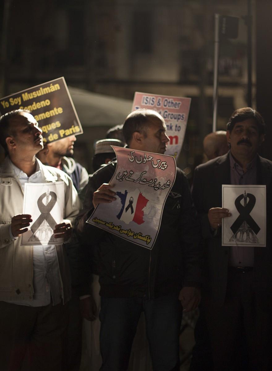 Los pakistaníes de Barcelona protestan contra los terroristas de París