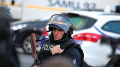 Foto's op locatie bij de politieactie in Saint-Denis