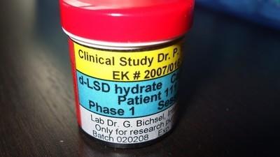 Im Gespräch mit dem weltweit einzigen Psychiater, der seine Patienten mit LSD behandeln darf