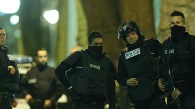 Live updates: explosies en geweerschoten bij politieinval in Noord-Parijs