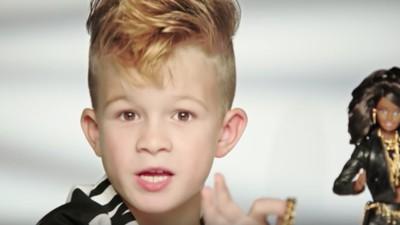 Der Junge aus der Barbie-Werbung ist so fierce