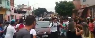 Veja o Vídeo de Um Carro Tentando Atropelar Estudantes em Frente à Escola Estadual Astrogildo Arruda