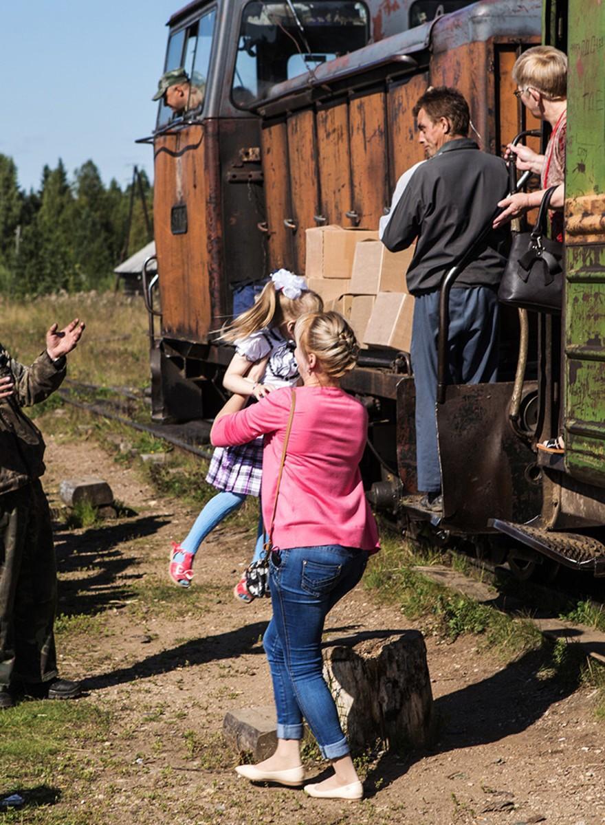 De trein die twee dorpjes in de Russische bossen met de wereld verbindt