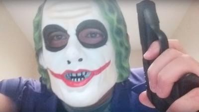 """Der Mann in Joker-Maske, der """"Araber töten"""" wollte, ist wohl festgenommen worden"""
