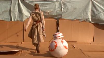 Jemand hat den Trailer zu 'Star Wars 7' mit Pappkulissen nachgedreht
