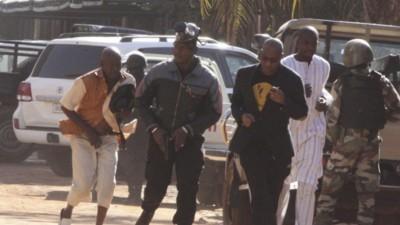 Bewaffnete Männer haben in einem Hotel in Mali 170 Geiseln genommen