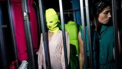 Pussy Riot maakte een muziekvideo voor vluchtelingen in Banksy's Dismaland