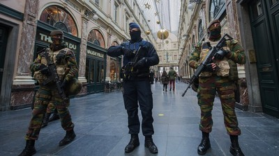 Brussels Kept on Maximum Alert as Police Hunt Terror Suspects