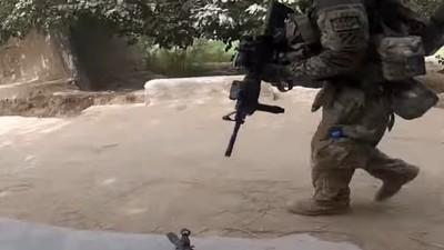 O Astro dos Vídeos de 'Pornô de Guerra' no YouTube