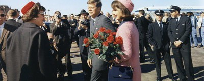 52 Years Later, People Are Still Obsessed with Jackie O's Pink Chanel Suit