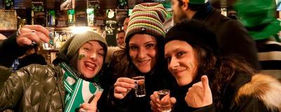Irlandezii bagă românii sub masă la băut și nici nu se laudă cu asta