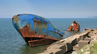 Un marinar rus beat a distrus un vapor și a vărsat tone de petrol în mare