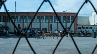 Tinerii români care ajung la închisoare sunt condamnați să devină recidiviști