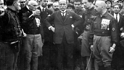 Le città italiane dovrebbero revocare la cittadinanza onoraria a Mussolini?