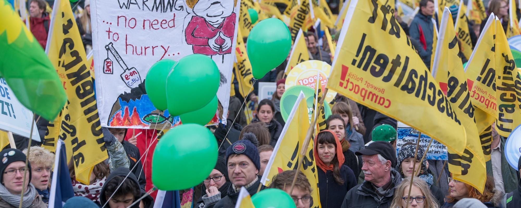 Zehntausend Menschen demonstrieren gegen Kohle