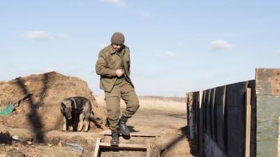 De priester, de pianist, een kat en een zelfgebouwde sauna: een week in de vergeten oorlog van Oekraïne