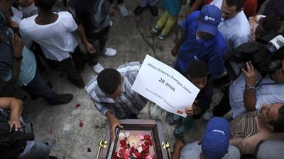 O Enterro dos Cinco Jovens Assassinados pela PMRJ
