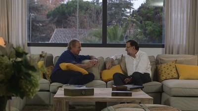 Futbolín, mejillones y toneladas de caspa: así fue la cita de Rajoy y Bertín