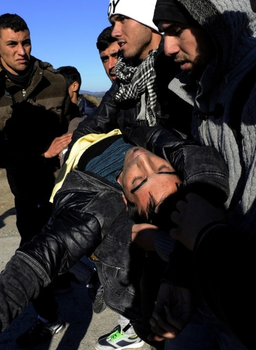 Photos of Clashes Between Refugees and Cops at the Greek Border