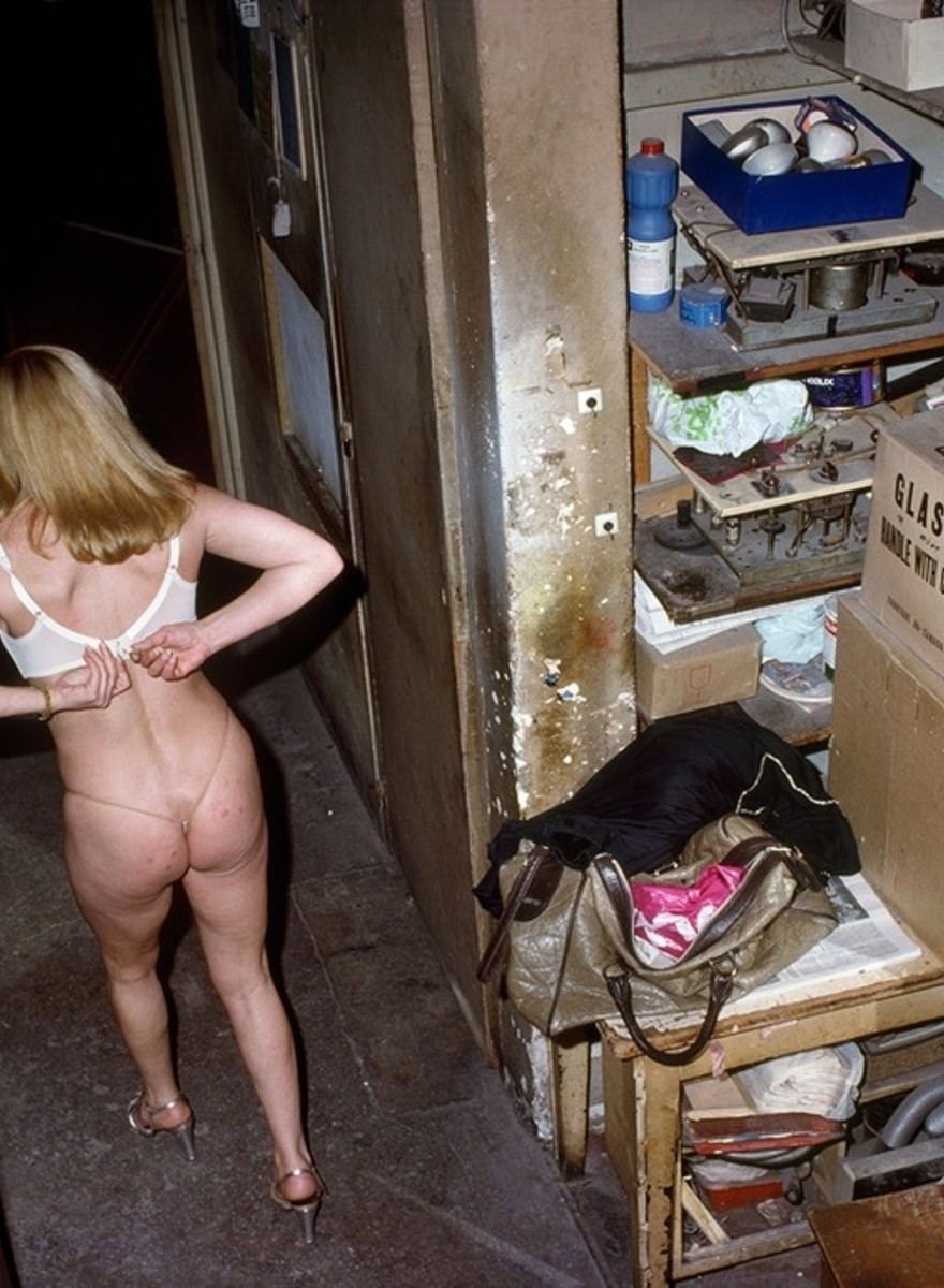 NSFW Photos Taken Inside Paris' Strip Clubs in the Late 1970s