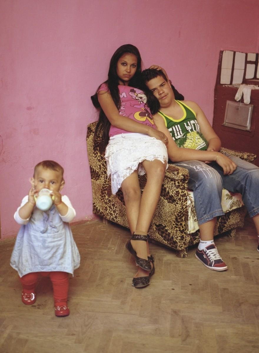 Fotografare le madri adolescenti della Romania