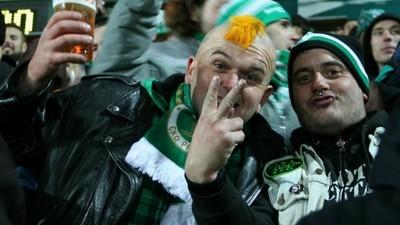 Os Ultras checos que fumam ganzas em vez de andarem à porrada
