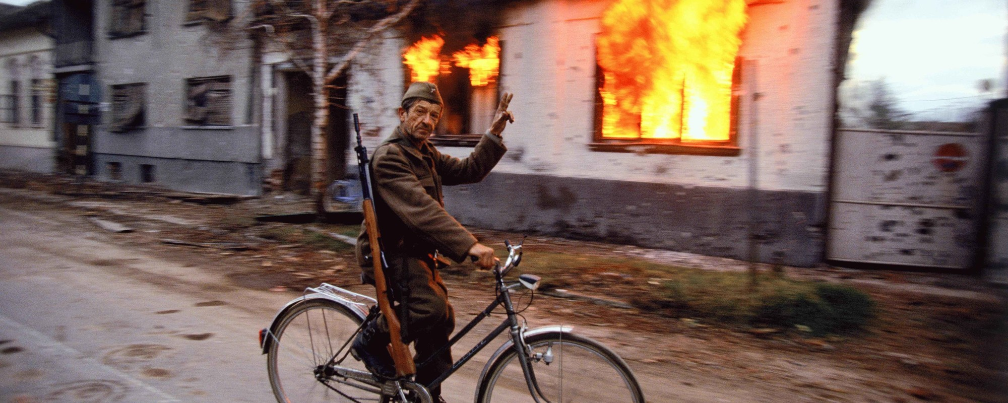 A Photographer Looks Back on the Horrors of the Bosnian War