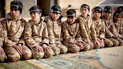 El terror empieza en el aula: así es ir a clase en el Estado Islámico