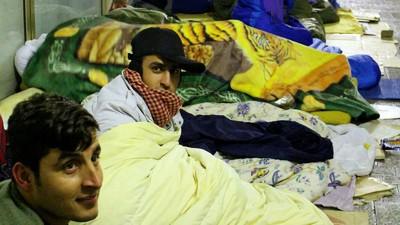 Hablamos con los inmigrantes afganos que se preparan para el duro invierno en las calles de París