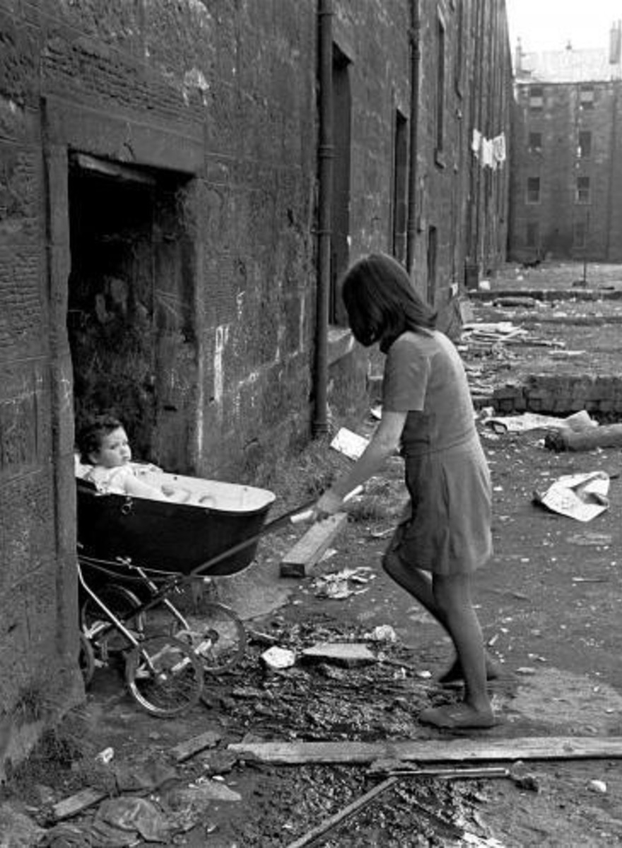 Comparing the Slums of 1970s Glasgow to the Buildings That Stand There Today