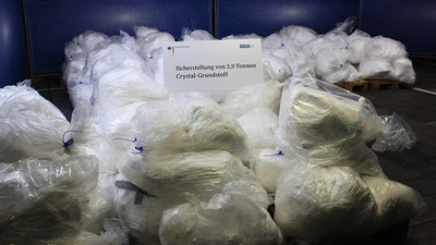 Wie sich 2,9 Tonnen Crystal-Grundstoff in den Händen des BKA in Luft auflösten