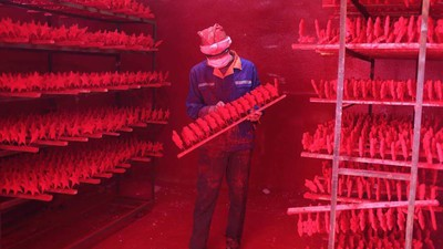 In Yiwu werden 60% des weltweiten Weihnachtsschmuckes hergestellt