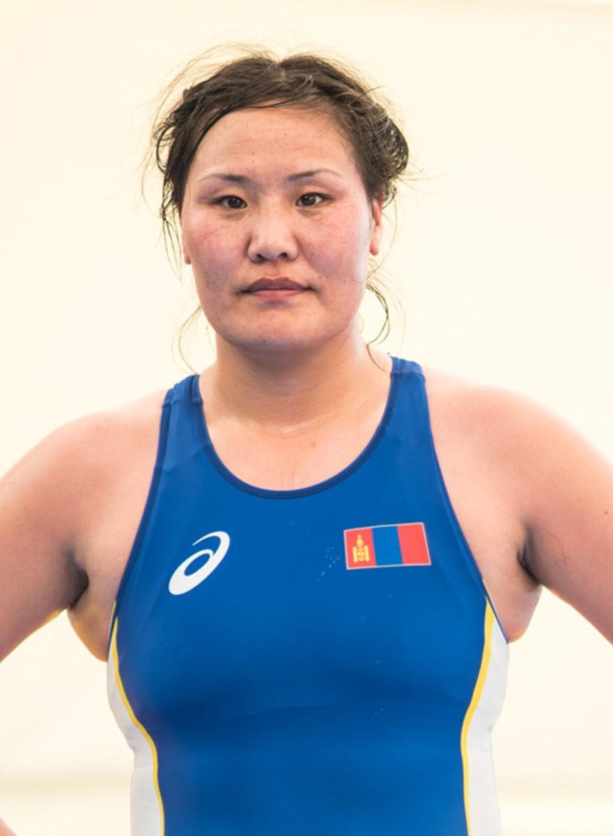 Foto's van de vrouwelijke worstelaars van Azerbeidzjan en Mongolië