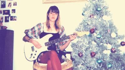 El disco de villancicos de Cassie Ramone es lo mejor que vas a escuchar estas Navidades