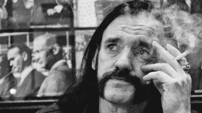 """Wie """"Saufen für Lemmy"""" auf Facebook zum Kampf von Links gegen Rechts wurde"""