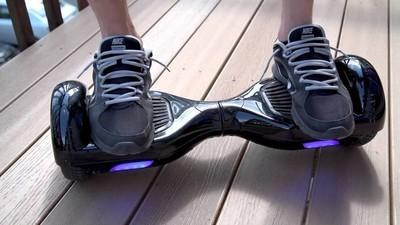 Mai nou, oamenii fac sex pe hoverboard