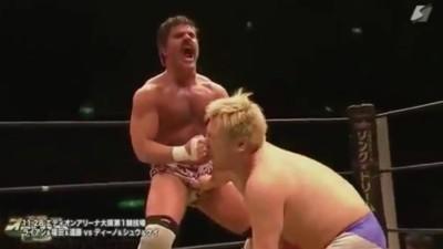 Dieser Wrestler benutzt seinen Penis, um Gegner zu besiegen