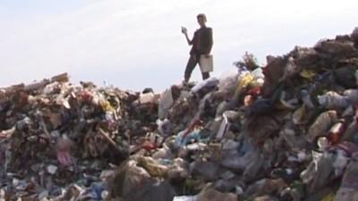 Cum e să creşti într-o groapă de gunoi