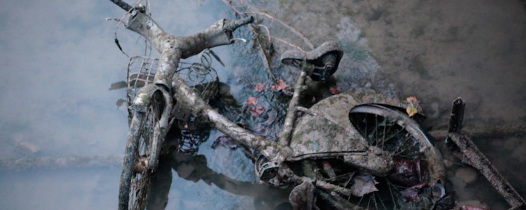 Fotos: Motos, una pistola y otras cosas encontradas al drenar el canal Saint-Matin de París