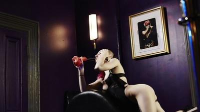 Acompanhei uma filmagem pornô 'queer-friendly' ao vivo num clube de sexo