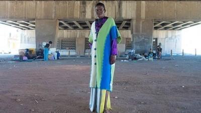 Joan Collins is een transgender sekswerker uit Zuid-Afrika met een neusje voor mode