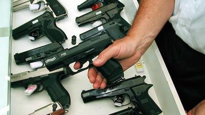 """""""Gleich den Kopf wegballern"""" – wie ein Waffenschein-Post der Polizei wahre Abgründe aufdeckt"""