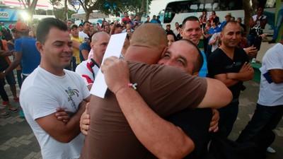 Migrantes cubanos que sufrieron el bloqueo en Costa Rica alcanzan México para ir a EU