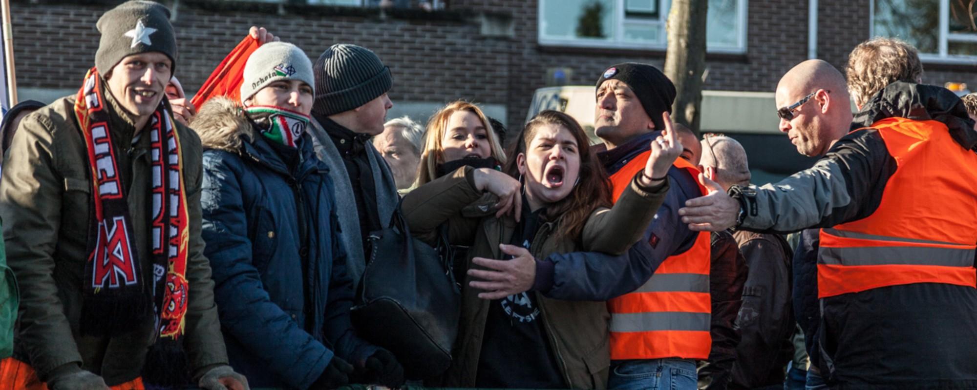 Foto's van de Pegida-demonstratie in Apeldoorn