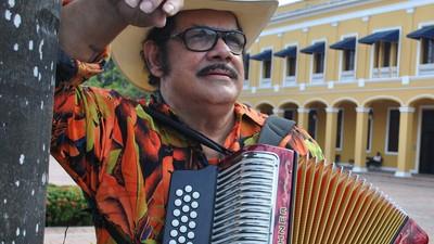 Hablamos con el maestro Aníbal Velásquez, el hombre que revolucionó el vallenato