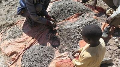 Es posible que la batería de tu Iphone funcione gracias al trabajo infantil en minas africanas