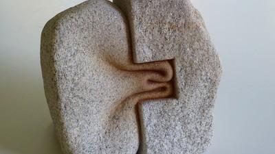 La piedra se reblandece en las esculturas de este artista gallego