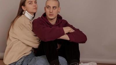Temos duas sweatshirts Sisyphe para ti